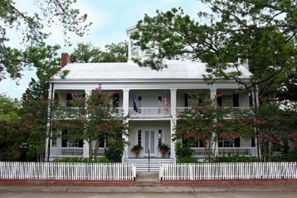 Alexandre Mouton House in Lafayette